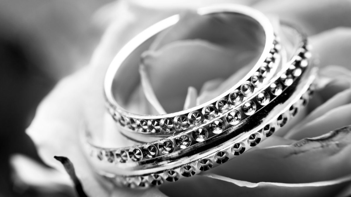 A few Reasons to Buy Sterling Silver Jewelry